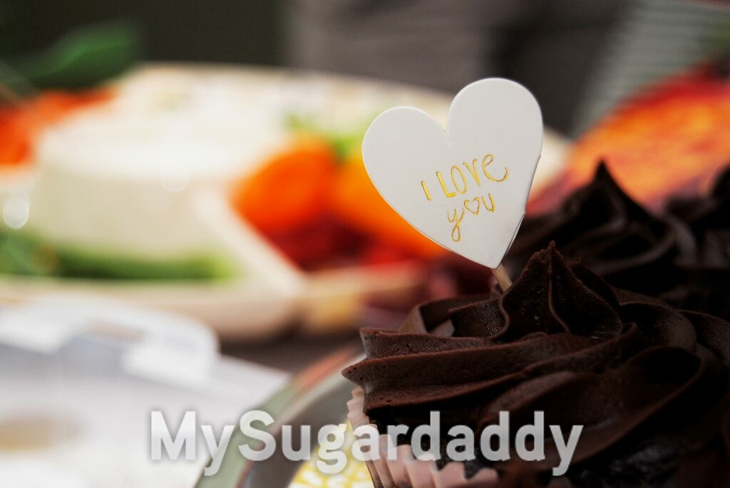 Direct words of affirmation: a cupcake with a 'I love you' tag