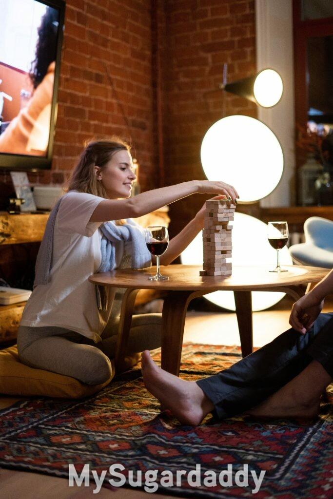 mulher jogando com homem