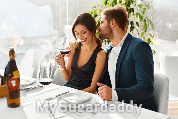 homem e mulher tomando vinho