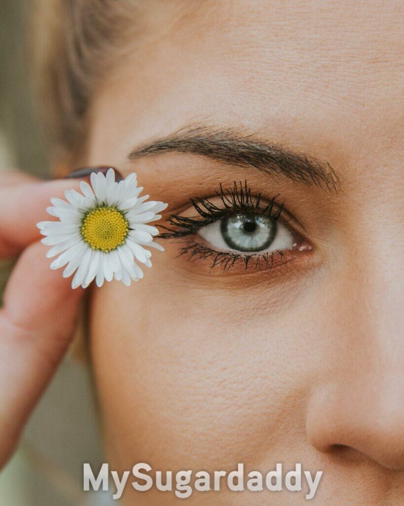 maquiagem natural, olhos com flores