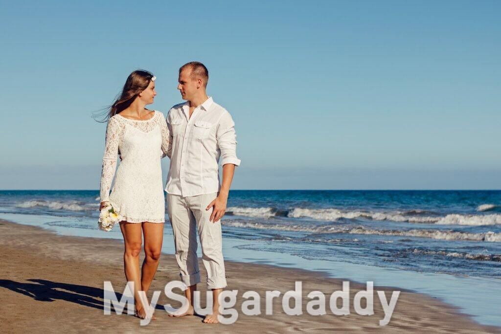 casal apaixonado na praia, casamento