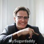 como-encontrar-um-sugar-daddy-em-coimbra-homem-charuto