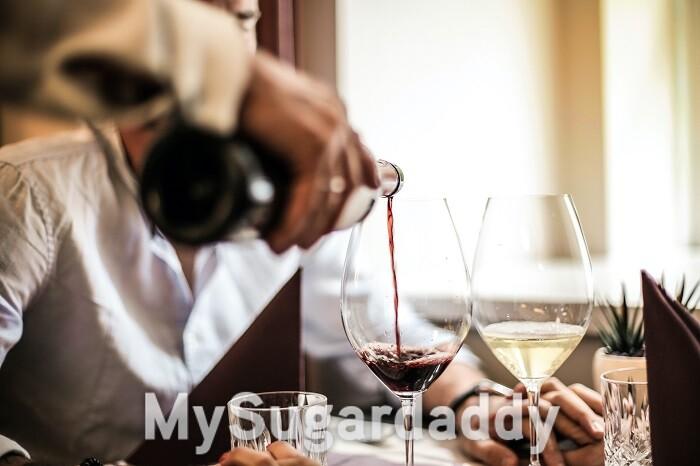 como-encontrar-um-sugar-daddy-em-coimbra-homem-vinho-restaurante.