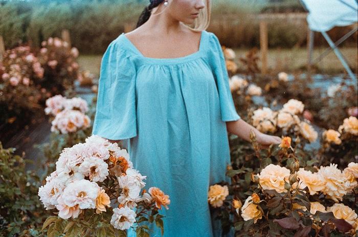 vestido-azul-arte-flores.jpg